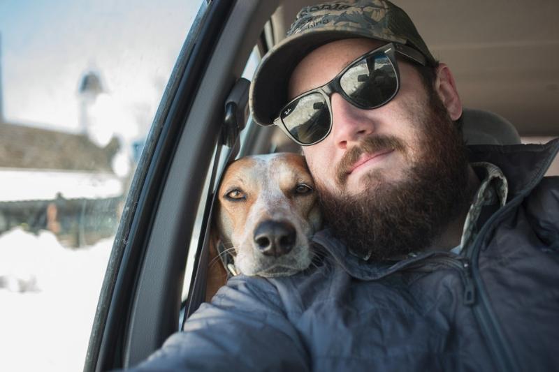 Humphrey y su perra Maddie viajando por Estados Unidos / Foto: Theron Humphrey