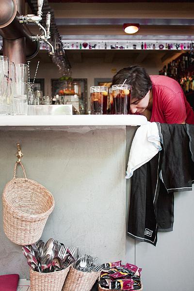 Sabrosas samosas servidas en el Bar Calders / Foto: Corina de Castro para Perricatessen