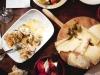 Tapa de alcachofas y tapade queso Gamoneu en Els Sortidors del Parlament