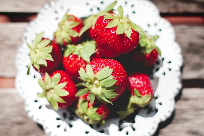 Fresas para los helados de frutas para perros / Foto: Corina de Castro para Perricatessen