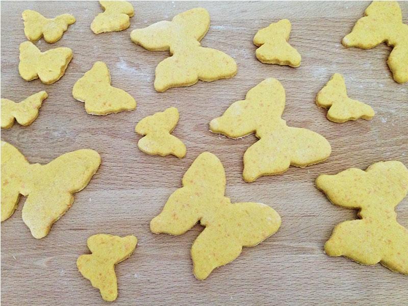 Las galletas a punto de hornear