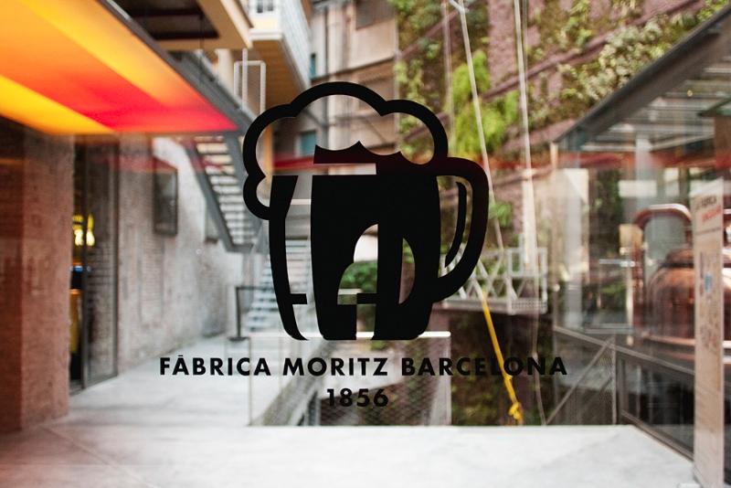 El nuevo logotipo con el jardín vegetal de fondo/ Foto: Corina de Castro para Perricatessen