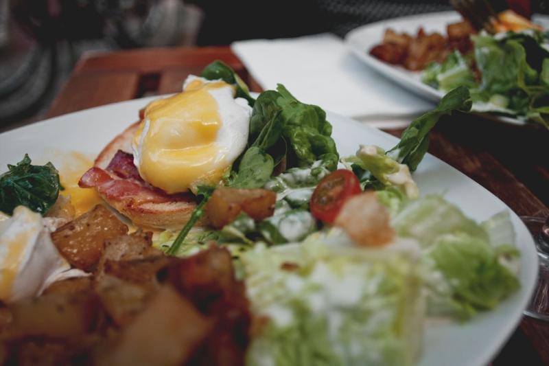 Huevos Benedictinos en Picnic, buena forma de comenzar el brunch. / Foto: Corina de Castro para Perricatessen